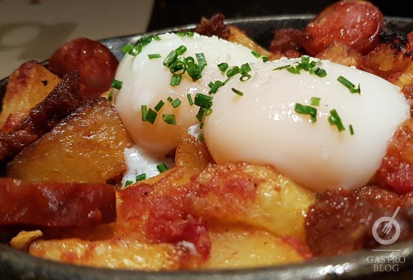 Restaurante bascook huevos eco con patata rota