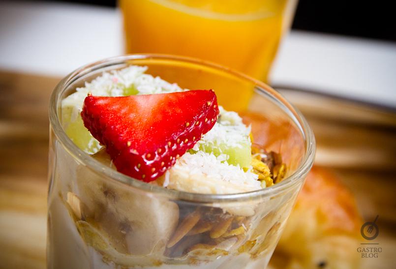 pum pum cafe yogur con granola y fruta