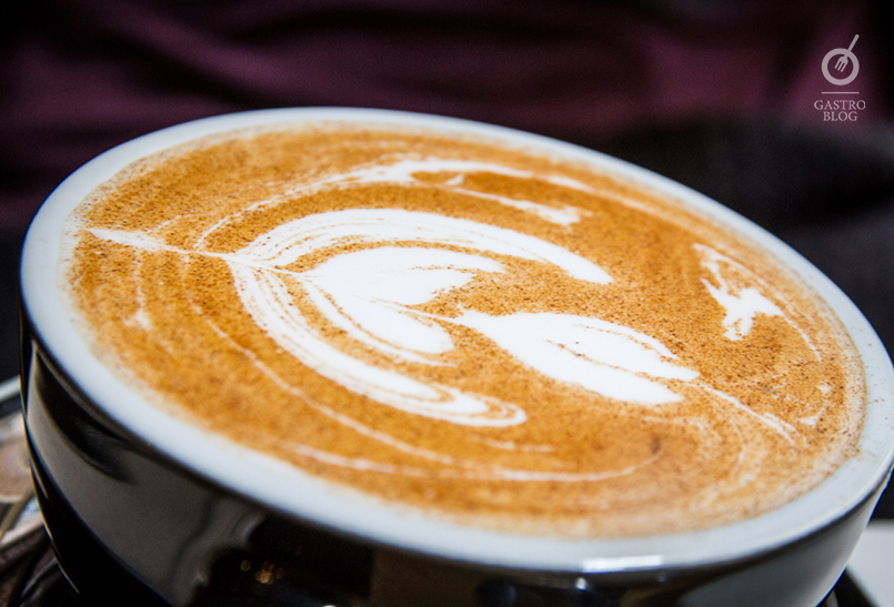 pum pum cafe chai lette
