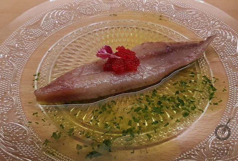 Sardina ahumada con huevas de pez volador