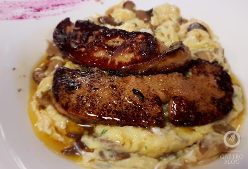 revuelto de hongos con foie restaurante txertota
