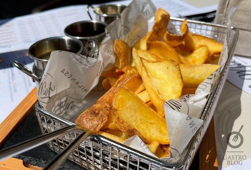 patatas bravas milanesa